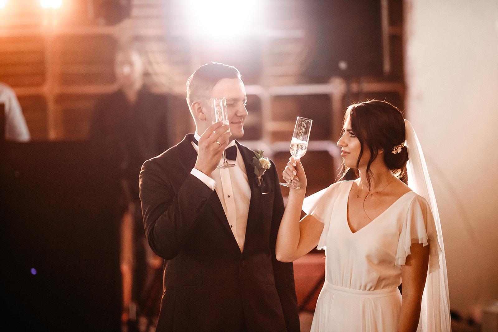 ceglarnia-jaroslawki-wesele-toast-paraobiektywni