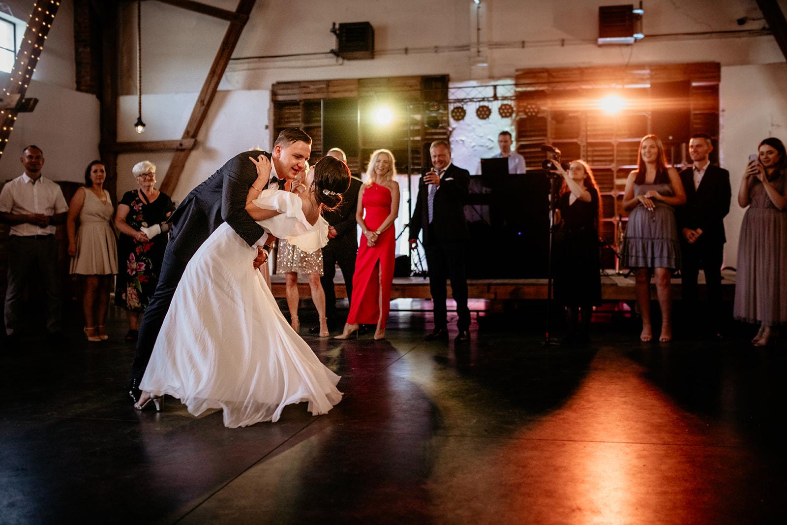 suknia-slubna-cuda-mecyje-atelier-pierwszy-taniec