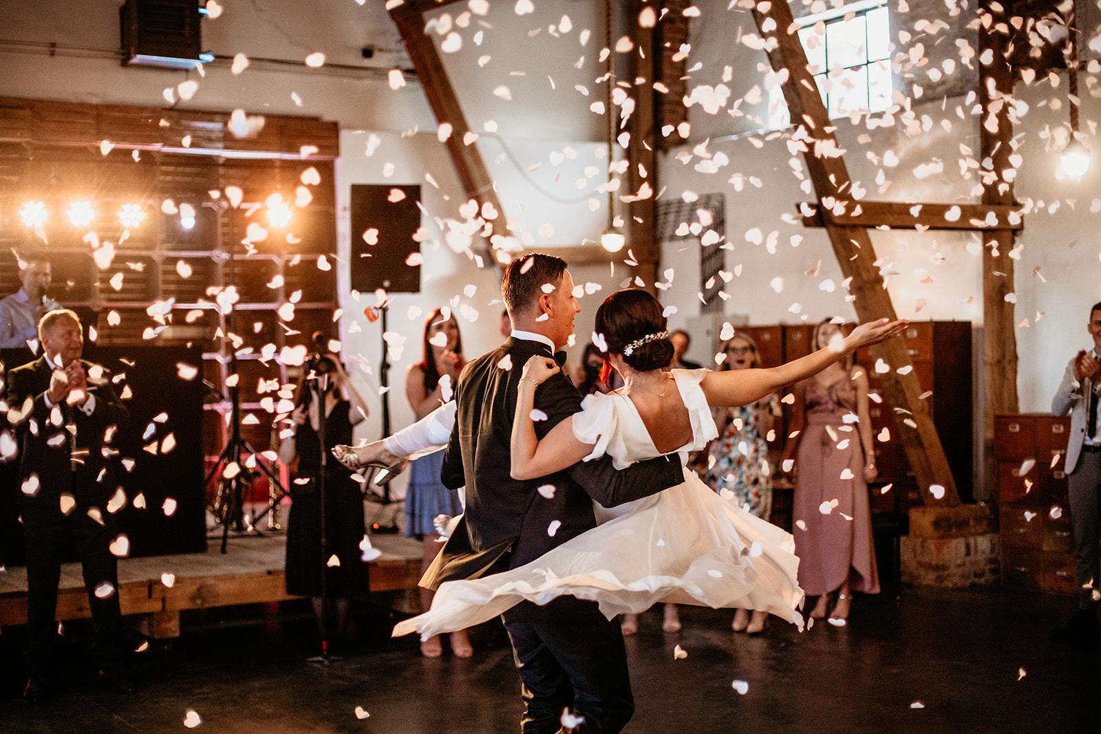 pierwszy-taniec-na-weselu-paraobiektywni