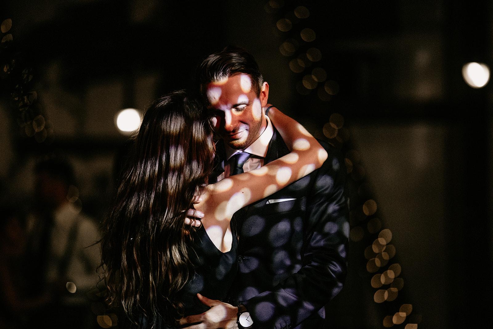 romantyczny-pierwszy-taniec-paraobiektywni-fotografie